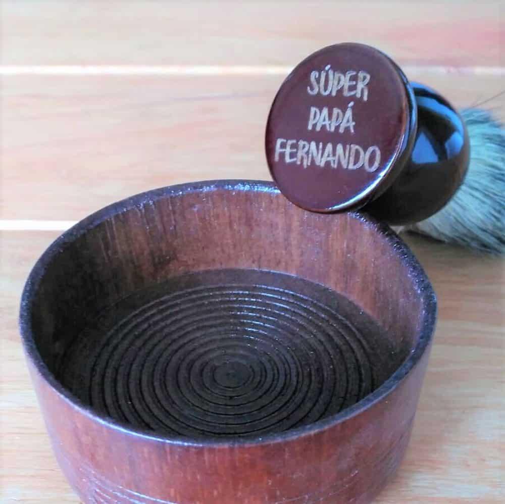Brocha de afeitar con mango de madera