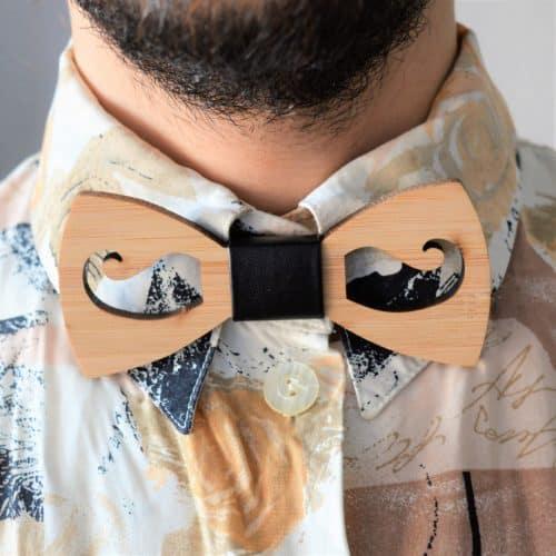 pajarita bigote