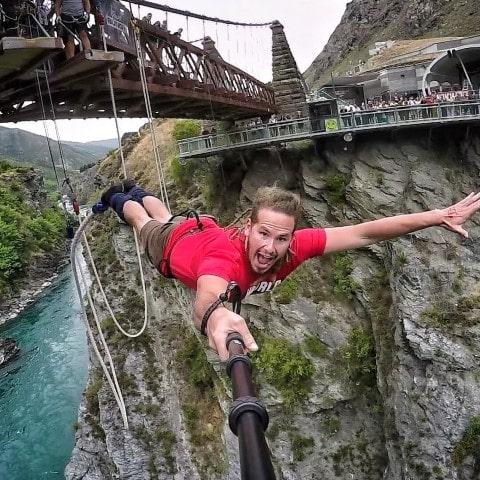 ¡Tírate por un puente!