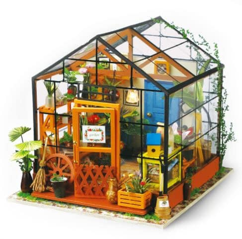 Maqueta de casa invernadero de madera