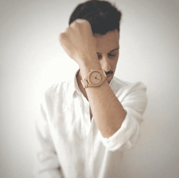Reloj de madera de pulsera articulada Shine