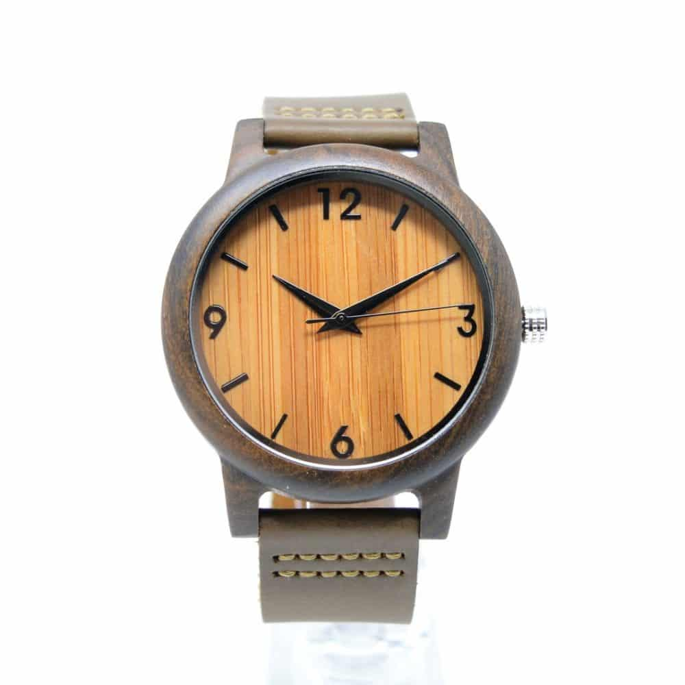 Reloj de pulsera de madera con números en la esfera modelo Terral