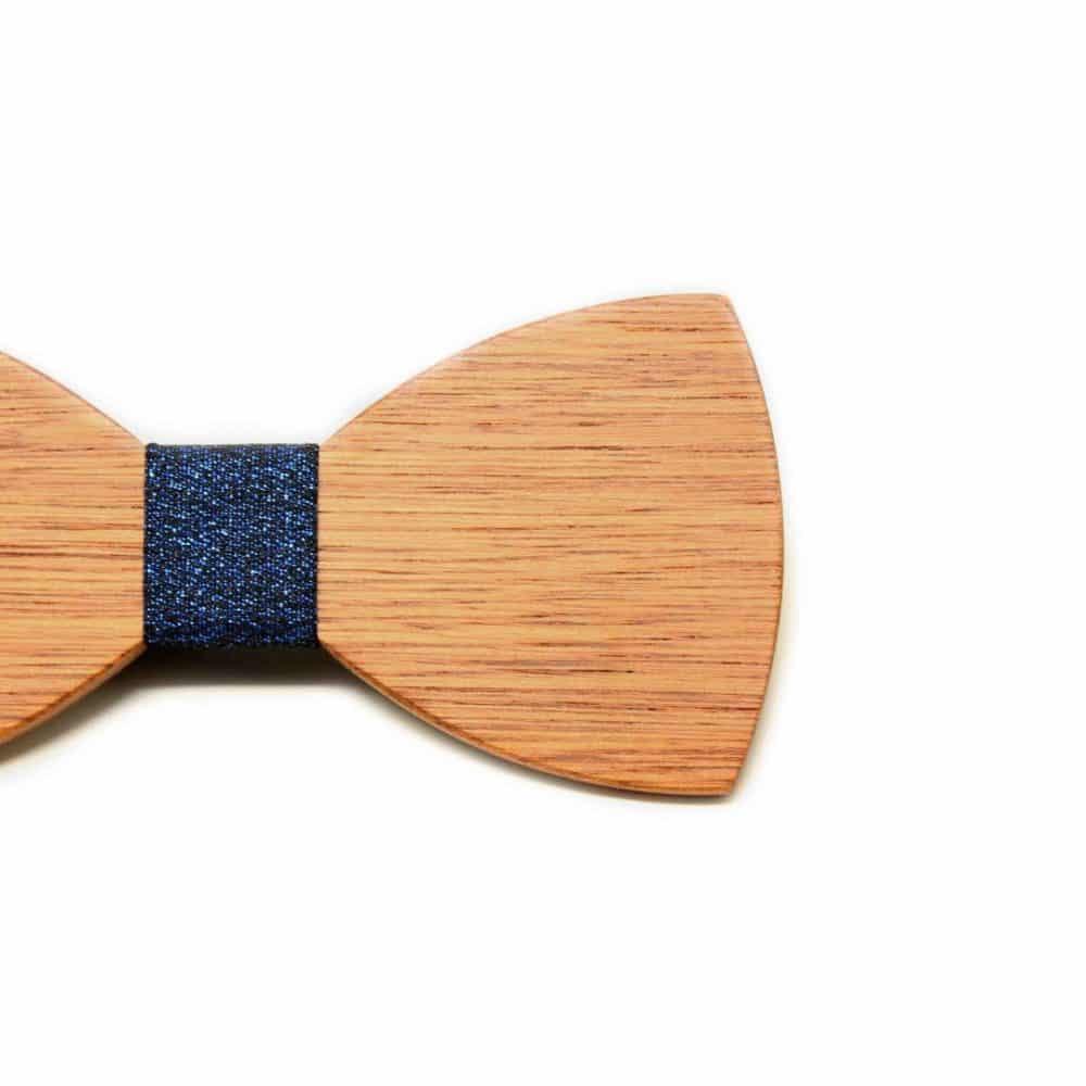 Pajarita de madera con detalle azul brillante